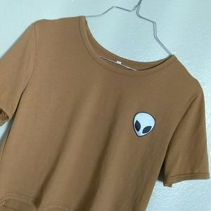 T-shirt or crop top